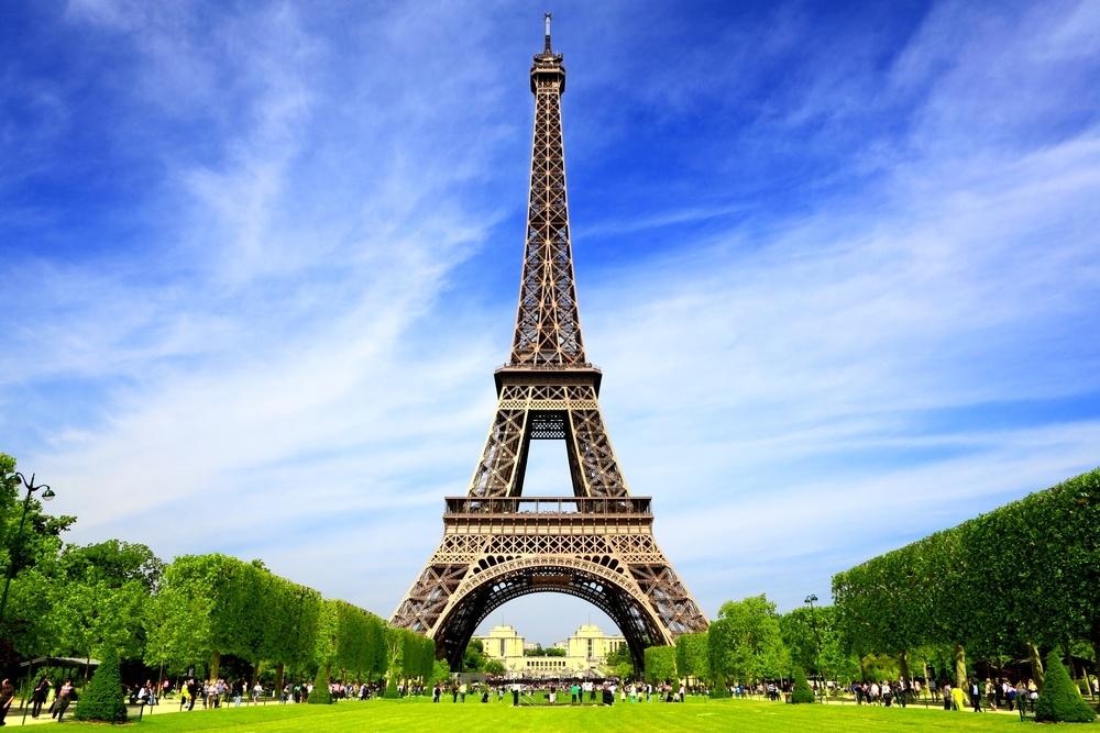 Fransk eiffeltårnet-i-paris-om-sommeren